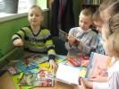 Uczniowie klasy 1a i 1b w bibliotece _2