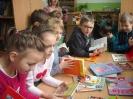 Uczniowie klasy 1a i 1b w bibliotece _3