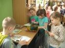 Uczniowie klasy 1a i 1b w bibliotece _5