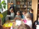 Uczniowie klasy 1a i 1b w bibliotece _6