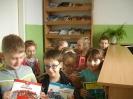 Uczniowie klasy 1a i 1b w bibliotece _8